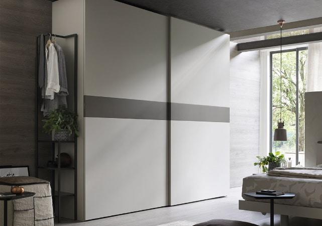 Porte de placard sur mesure coulissante chambre design blanc et gris - ÉMÉA Ancenis