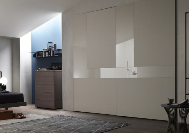 Porte de placard coulissante cuisine design blanc effet miroir - ÉMÉA Ancenis